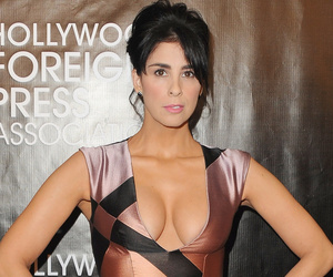 Sarah Silverman Flaunts Cleavage While Halle Berry Goes Sexy at Hollywood…