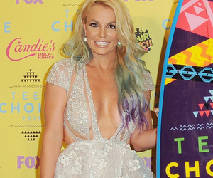 2015 Teen Choice Awards: Britney's Boobs, Paul Walker Tribute & More…