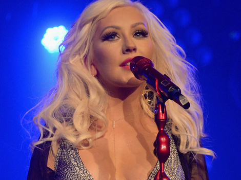Christina Aguilera Shows Off Crazy Cleavage at Apollo Fundraiser, Shares New Pic of…