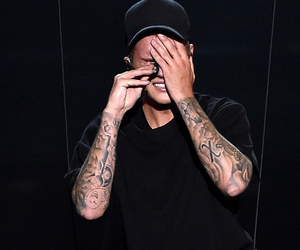 Justin Bieber Breaks Down In Tears Following MTV VMA Performance