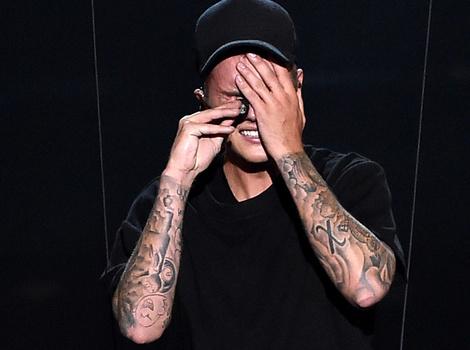 Justin Bieber Breaks Down In Tears Following MTV VMA Performance