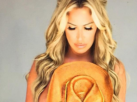 "Kim Zolciak Goes Topless In ""Unedited"" Instagram Photo"