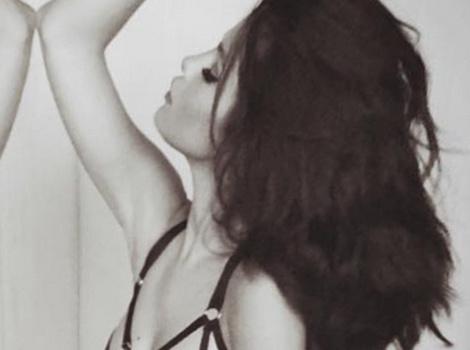 Selena Gomez Flaunts Hot Bod In Skimpy Black Lingerie