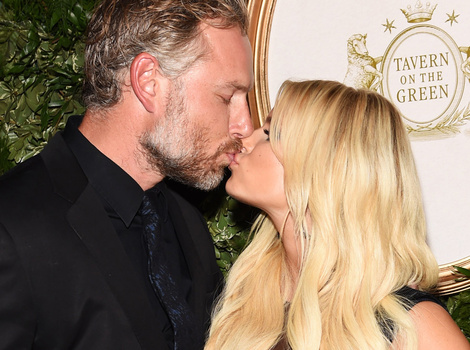 Jessica Simpson & Eric Johnson Pack On the PDA at NYFW -- See More Celeb Sightings!