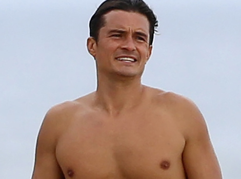 Orlando Bloom Shows Off His Toned, Shirtless Bod In Malibu