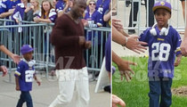 Adrian Peterson's Son -- Props From Vikings Fans ... After Daddy Dominates!