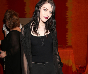 Frances Bean Cobain Marries Boyfriend Isiah Silvas But Fails To Invite Courtney Love