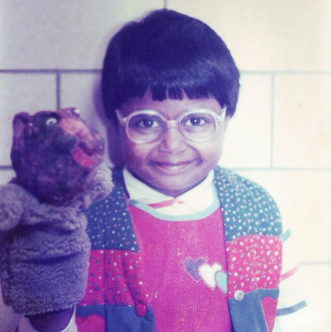 Before this hilarious Hollywood star was cracking us up on screen, she was was just another adorable kid playing with puppets in Boston, Massachusetts.
