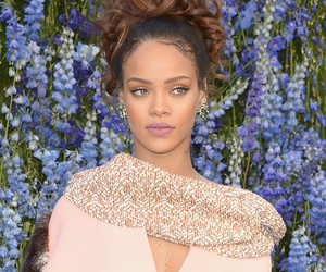 Rihanna Goes Glam at Dior's Paris Fashion Week Show -- But WTF Is Leelee…