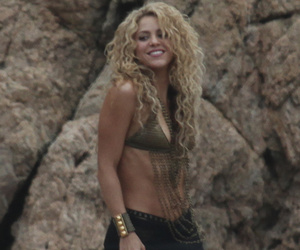 Shakira Flaunts Insane Abs Just 8-Months After Welcoming Son Sasha!