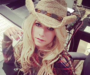 Avril Lavigne, Sam Smith, Kylie Jenner & More -- See This Week's Best…