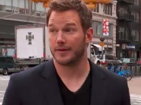 Chris Pratt Hits The Streets With Billy Eichner ... And No One Knows Who He Is!