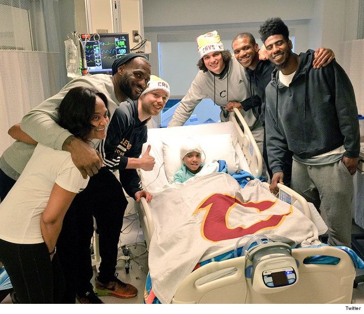 Lebron James Team Trip To Cle Children S Hospital Tmz Com