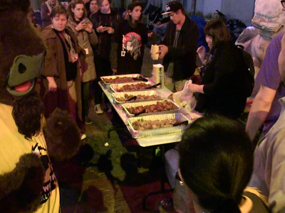 'Star Wars' Fans -- Bring on the Free Food! (VIDEO)