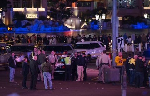 "<p class=""p1""><span class=""s1"">Chaos on the Vegas Strip ... as a car plowed into a crowd of people on the sidewalk in front of the Planet Hollywood hotel Sunday night ... mowing down more than 30 people.</span></p> <p class=""p1""><span class=""s1"">At least one person was killed in the incident, according to officials ... and more than 30 other people were injured.</span></p>"