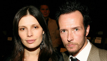 Scott Weiland -- Ex-Wife Tries to Take Guitar ... Cops Called