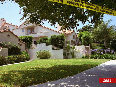 Nicole Brown Simpson -- Murder Home Swarmed by Looky-Loos After 'People v. O.J. Simpson' Premiere