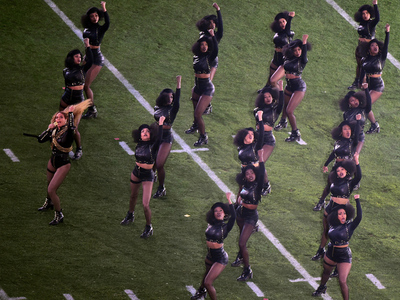 Beyonce -- Homage to Black Panthers During Super Bowl Performance