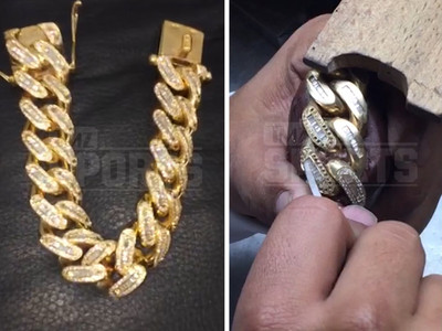 Dez Bryant -- Drops $200k On Iced Out Jewelry ... 215 Carats!! (VIDEO)