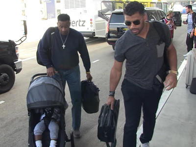 Russell Wilson -- Flyin' with Baby Future ... Without Ciara (VIDEO)