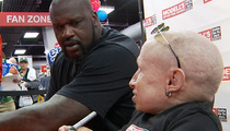 Shaq and Verne Troyer -- The Biggest Little Reunion Ever ... At Boston Store Opening (VIDEO)