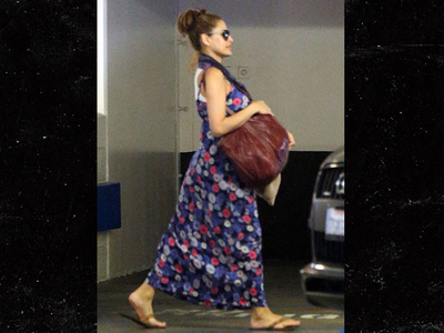 Eva Mendes -- Still Not Fooling Anyone ... Looks Like Gosling Baby #2 On Board (PHOTO)