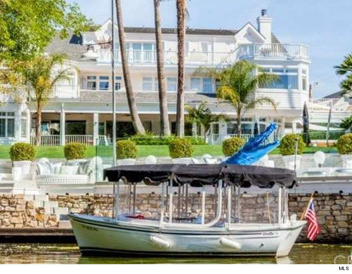 Justin Bieber Turned Into A Skipper Overnight When He Signed A Lease For An  L.A. Pad That Sits On A Lake ... With Its Own Boat And Dock.