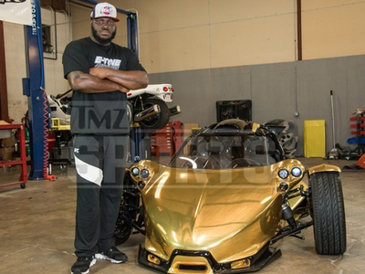 UFC Fighter Derrick Lewis -- I Got A Gold Dinosaur ... $125k For Custom T-Rex (PHOTOS)