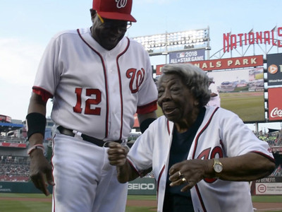 MLB's Dusty Baker -- Dances with 107-Year-old Legend ... At Nats Game