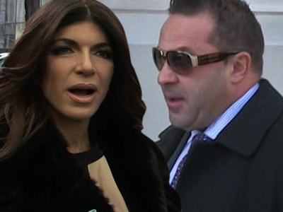 Joe Giudice -- Checks Into Prison ... Kisses Teresa's Ass G'bye