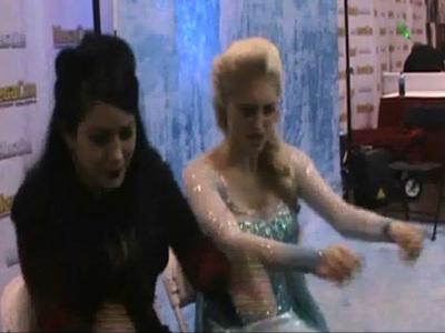 'Frozen' Look-Alike -- Elsa Gets Hypnotized (VIDEO)