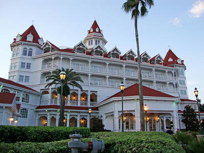 Disney Resort -- Free Rooms for All after Alligator Attack
