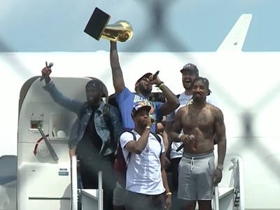 Cleveland Cavs -- Touch Down In Cleveland ... J.R. Smith Still Shirtless (VIDEO)