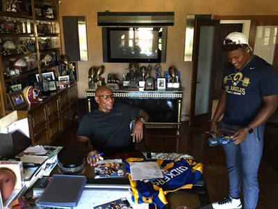 Eric Dickerson -- Jared Goff, Rams, Chill At E.D.'s House ... Get Rookie Lecture