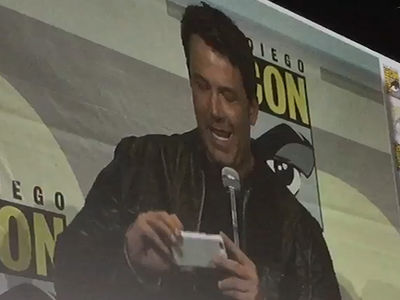 Ben Affleck -- Surprises 'Batman' Fans At Comic-Con