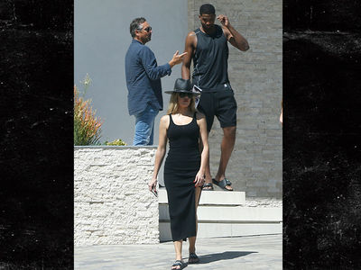 Khloe Kardashian -- Heatin' Up Bev Hills ... With NBA Champ (PHOTOS)