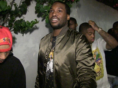 Meek Mill -- Nobody's Jacking My Tour Bus ... Drake Diss? (VIDEO)