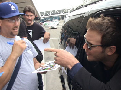 Chris Pratt -- Don't Cuss At Me! Flips on Autograph Hounds (VIDEO)