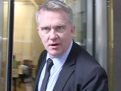Anthony Michael Hall -- Neighbor Wants Help ... His Hose Is a Menace!