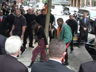 Kim Kardashian -- Arrives in NYC ... Presidential Level Security (VIDEO)