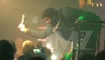 Sean Kingston -- Whacks Heckling Fan!!! (VIDEO)