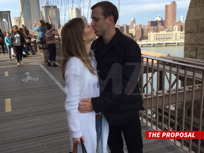 'Bachelor' Alum AshLee Frazier -- Engaged in a New York Minute! (PHOTOS)