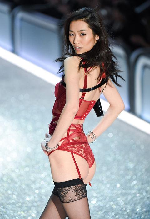 Kylie Jenner Vs Fashion Show >> 2016 Victoria's Secret Fashion Show -- Guess The Model Booty | Photo 34 | TMZ.com