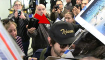 'Rogue One' Star Diego Luna Ignores Paparazzi to Sign Autographs (VIDEO)