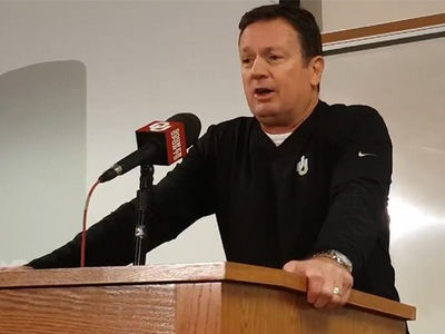 Bob Stoops Says Joe Mixon's Punishment Wasn't Enough (VIDEO)