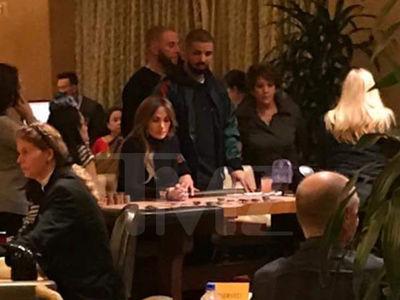Jlo and Drake Hit Gambling Tables in Vegas (PHOTO)