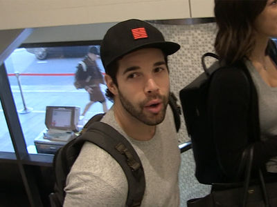 NHL's Corey Crawford: Justin Bieber Is Legit At Hockey ... I Couldn't Stop Him (VIDEO)
