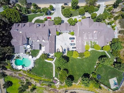 Jennifer Lopez Officially Unloads Hidden Hills Crib for $9.9 Million! (PHOTO GALLERY)