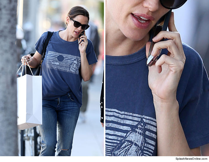 Jennifer Garner Was Out And About Thursday, Without Ben And Without A Wedding  Ring, And It Confirms What Weu0027ve Been Told All Week ... The Divorce Has NOT  ...