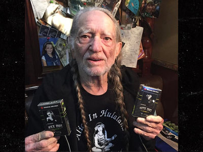 Willie Nelson SMOKES the Diaz Bros! (PHOTO)